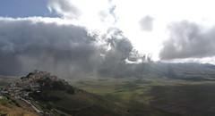Vento dall'est, la nebbia  l... (Gaia83) Tags: montisibillini veterinarifotografi
