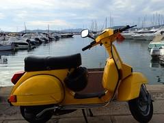 Vespa gialla! (antonè) Tags: sardegna yellow nuvole mare scooter barche giallo porto cielo moto piaggio alghero vespa50 antonè biruote