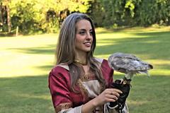 Girl & Owl (2) (Strocchi) Tags: girl canon sigma owl cosplayer ragazza middleage forlì 2015 50500mm gufo roccadellecamminate eos7d falchiearchi