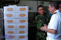 26/12/2005 Operacin Respuesta Solidaria II. Un militar espaol controla la entrega de la ayuda humanitaria llegada desde Espaa. Foto: MDE (Ministerio de Defensa) Tags: ii ayuda operacion solidaria humanitaria pakistn