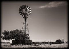 Windmill, West Texas (1mpl) Tags: bw monochrome texas windmills westtexas canoneos 35mmtransparency niksilverefexpro