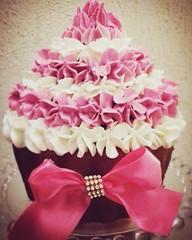 SMASH THE CAKE! 🎂🎈🎉🎀 #nalufaz1ano #smashthecake #molindacake #cakedesign #cakeart #chantinho #chantilli #bolodemenina #bolocupcake (Molinda Cake) Tags: molinda cake bolo pasta americana bolos confeitados boss