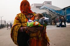 New Delhi (seokjun_yun) Tags: streetphotography walking woman india newdelhi baby veil