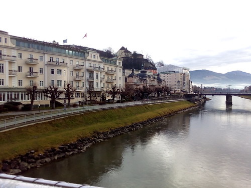 Salzburgo, margens do Rio Salzach