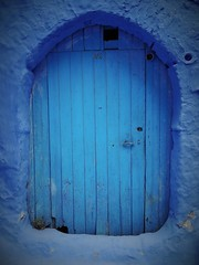 Chefchaouen blue (SM Tham) Tags: africa morocco rifmountains chefchaouen medina building doorway door wall blue thebluecity thebluepearl plant weed