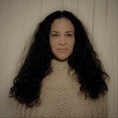 Hacer punto con Úrsula (Eme de Marte) Tags: retratos mujer madrid microcuatrotercios emedemarte estudiosenmarte