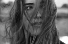 Chiara (Jan Meifert) Tags: agfa agfaphoto 100 analogue analog film 35mm bw sw bokeh outdoor portrait porträt portraiture wind windy windig hair haar actresse actor jan meifert