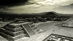 Teotihuacán Ruins - Mexico (André Schönherr) Tags: mexico temple ruins aztec teotihuacan pyramids mexiko tempel ruinen pyramiden azteken 40d visionhunter