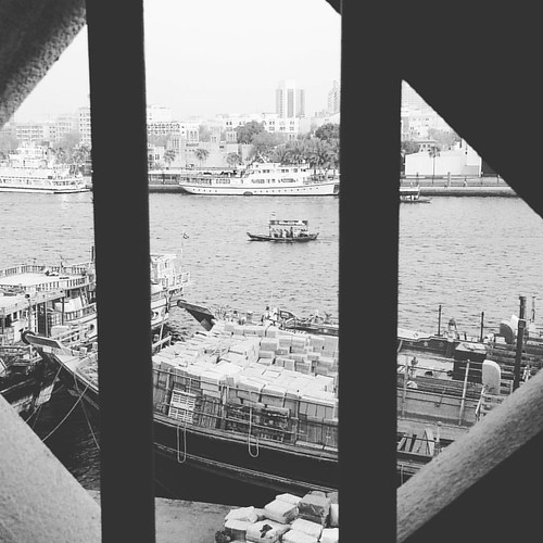 Life through window on Dubai Creek - Deira  #MyDubai #DhowCruise #Deira #Dubai #BurDubaiCreek #DeiraCreek #lifeofadventure #naifsouk
