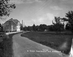 VAFB_Jensen_10_033f (dbagder) Tags: norway natur nor sørlandet kristiansand landskap trær trehus kirker bygninger vestagder veier frukttrær boligområder eneboliger kulturhistoriskefotografier grusveier