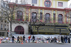 FRANCE-ATTACKS (scrolleditorial) Tags: paris france fleur horizontal facade restaurant hommage tuerie cafebar victime attaque terrorisme attentat fusillade islamisme salledespectacle attentatsuicide actionterroriste barrieredesecurite perimetredesecurite