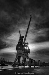 Closed up cranes. (PvRFotografie) Tags: nederland holland rotterdam rotterdamzuid heijplaat rdm kraan industrial industrie cranes kranen crane tegenlicht zwartwit blackandwhite blackwhite monochrome fujifinepixx20 fujix20 urbex