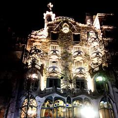 """Casa Batlló"" (atempviatja) Tags: gaudi nocturno fachada edificio paseodegracia barcelona casabatlló"