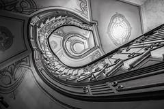 (Elbmaedchen) Tags: staircase treppenauge escaliers escaleras spirale spirals blackandwhite schwarzweis sw bw treppenaufgang altbau artnouveau berlin