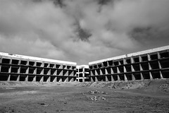 (Farlakes) Tags: abandoned concrete hotel decay farlakes