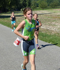 Concentration on the goal 6 (Cavabienmerci) Tags: girls sports girl sport race children schweiz switzerland kid à child suisse running run course runners pied runner triathlon laufen triathlete läufer lauf 2015 uster