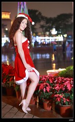 nEO_IMG_DP1U6682 (c0466art) Tags: christmas city light portrait reflection girl rain night canon garden photo big amazing colorful pretty view julia outdoor gorgeous event lamps charming russian celebrate decroration 1dx banchao c0466art