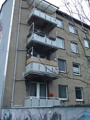 Lampiong (mkorsakov) Tags: red rot grey balcony balkon grau dortmund lampion unionviertel