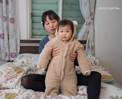 小孩能光明正大的穿棉被出門真好 (nodie26) Tags: canon 6d ef 2470mm f4l f4 baby 嬰兒 小孩子 life 日常 小朋友 幼兒 花蓮 樂活 hualien taiwan 台灣 悠閒 素材 素材庫