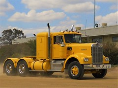photo by secret squirrel (secret squirrel6) Tags: secretsquirrel6truckphotos craigjohnsontruckphotos classic trucking kenworthtruck yellow vintage steps australiantruck bigrigs maffra 2016 fabulous