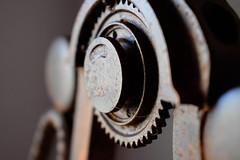 Ciudades de papel (Lyd.20) Tags: engranaje hierro oxidado ciudadesdepapel fotografia photography reflexion libro antiguo
