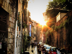 Trastevere (jimiliop) Tags: rome roma trastevere italy street blur outoffocus sun sunset rays light old picturesque alley people crowd walk walking afternoon walls