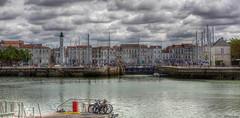 Le port de La Rochelle (Didier Gozzo) Tags: unlimitedphotos canon5dm3 canon photomatix easyhdr hdrenfrançais hdrextremes hdr charentemaritime boats bateaux sky ciel nuages clouds sea mer larochelle port