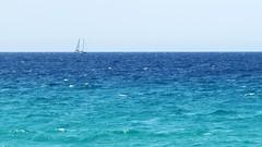 Zahara de los atunes (Cadiz) (Alberto Jimnez Rey) Tags: blue sea beach water azul mar agua barco ship playa paisaje alberto rey vela horizont horizonte jimenez albjr albjr7 alylu
