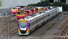 Anglų lietuvių žodynas. Žodis split rail reiškia skaidyti geležinkelių lietuviškai.