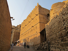 "Fort de Jaisalmer <a style=""margin-left:10px; font-size:0.8em;"" href=""http://www.flickr.com/photos/127723101@N04/21766147704/"" target=""_blank"">@flickr</a>"