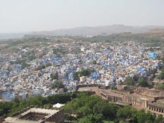 "Jodhpur: la ville bleue <a style=""margin-left:10px; font-size:0.8em;"" href=""http://www.flickr.com/photos/127723101@N04/21870262484/"" target=""_blank"">@flickr</a>"