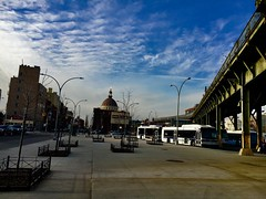 Plaza - NYC (verplanck) Tags: vanishingnewyork williamsburgsavingsbank williamsburg brooklyn elevatedtrain subwaytracks