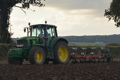 John Deere 7530 Tractor with a Kverneland 5 Furrow Plough (Shane Casey CK25) Tags: john deere 7530 tractor kverneland 5 furrow plough jd green rathcormac ploughing turn sod turnsod turningsod turning sow sowing set setting tillage till tilling plant planting crop crops cereal cereals county cork ireland irish farm farmer farming agri agriculture contractor field ground soil dirt earth dust work working horse power horsepower hp pull pulling machine machinery nikon d7100 traktor tracteur traktori trekker trator ciągnik