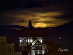 Wolf Moon Rising By Hotel Roanoke (Terry Aldhizer) Tags: full moon rising hotel roanoke conference center city mountains read sky clouds night wolf january terry aldhizer wwwterryaldhizercom