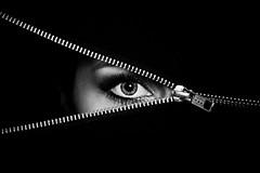eye spy (sun.drop81) Tags: portrait bw eye darkness julia expression portrt spy canon5d glimpse schwarzweiss auge zip spion dunkelheit ykk ausdruck reissverschluss timofrey ef7002000mm28