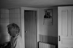 elmundo-de-ayer_20 (bolano) Tags: old woman white black art blanco rural canon mujer y mayor d mark 5 iii 14 negro pueblo sigma 35