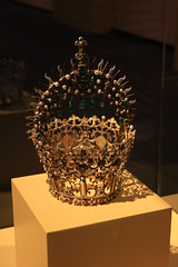 Madrid 128 (ladyoflewes) Tags: santa museum pearls toledo cruz crown emeralds bejewelled