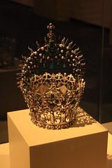Madrid 128 (ladyoflewes) Tags: santa museum pearls toledo cruz crown emeralds bejewelled