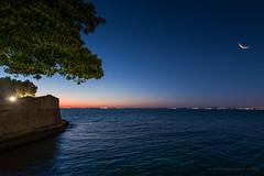 Bahía de Cádiz (Javier Martinez de la Ossa) Tags: sunset españa andalucía luna estrellas puestadesol cádiz ocaso atlántico anochecer océano horaazul bahiadecádiz javiermartinezdelaossa