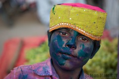 Inde, Holi, Mathura (jmroyphoto) Tags: couleurs fête foule holi inde jmroyphoto mathura people portrait poudre religion rose rouge temple