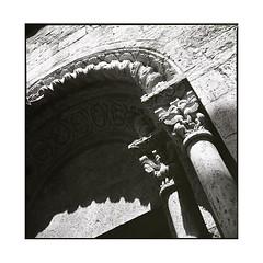 arch • besalu, catalunya • 2016 (lem's) Tags: arch voute church eglise statues besalu catalogne catalona catalunya spain espagne zenza bronica
