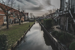 Marken (CROMEO) Tags: marken holland village town little houses holanda netherlands canal magic pueblo cromeo cr photo photography view street clouds day gray nublado water nikon fullframe capture amsterdam near island