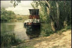 Alter Flusskahn (brouillard23) Tags: film analog river xpro crossprocessed ship minolta kodak main alf 100 fluss ektachrome schiff erbse epn kitzingen foly steft rul marktsteft argentinique