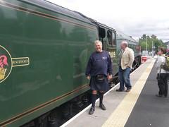 Tweedbank - Old and Modern (cessna152towser) Tags: kilt kneesocks steamlocomotive 60009 unionofsouthafrica tweedbank