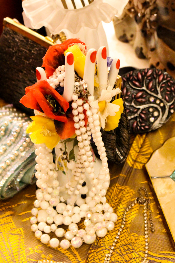 d695c32fba05 Pearl Hand (Arrëtez la Musique) Tags  españa fashion vintage spain hand  moda pearls