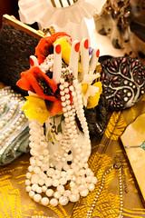 Pearl Hand (Arrtez la Musique) Tags: espaa fashion vintage spain hand moda pearls mano pearl jewelery perla donosti femenino rednails guipuzcoa perlas gipuzkoa joyas sansebastin femenine uasrojas vintagia