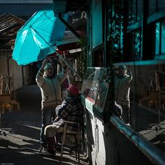 Some shade for my lady... (Sérgio Miranda) Tags: photography sérgiomiranda fujifilm fujinon fujix fujixpro1 oporto people photo porto portugal sergiomiranda street streetphotography urban xf35 xf35f2 xpro1