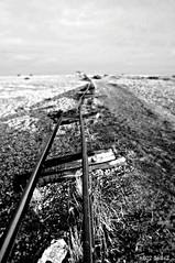 Dungeness Life XI (www.hot-gomez-fotografie.de) Tags: dungeness kent kentlife uk beach shale boat ruin relic rotting old fishing nikon