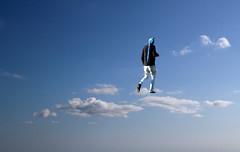 Parla, ripeterò all'infinito (meghimeg) Tags: 2017 genova pappagallo uomo man cielo sky salita nuvole clouds allaperto