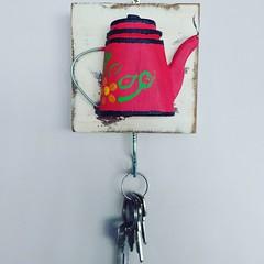 Porta chaves, ou, se colocado na cozinha, porta pano de prato. Gostou? Tem lá na loja: www.elo7.com.br/osoarte, por apenas 16 reais!!! #euamoartesanatomineiro #artesanal #decoração #decoraçãomineira #decorar #deccor #chaves #casa #casamineira (fabriciabarcelos) Tags: casamineira decoração casa deccor decoraçãomineira artesanal decorar chaves euamoartesanatomineiro
